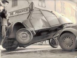 J38 - Photo Originale - Accident De La Circulation 2CV Citroën Contre Juva 4 Renault à Saint-Marcellin - Isère - Automobile