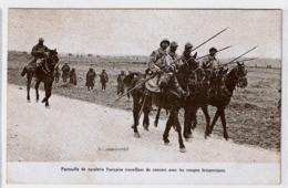 CPA RR V  French Cavalry Patrol Working With British Troops - Patrouille De Cavalerie Française Avec Troupes Britaniques - Manovre