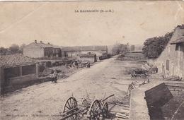 La Malmaison - Sans Légende - Vue Sur Une Rue - Abimée Voir état - France