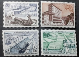 France (ex-colonies & Protectorats) > Madagascar   1940-1960 > Neufs N° 327/330 - Neufs