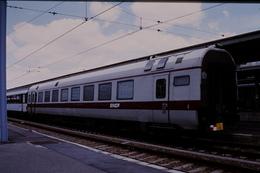 Photo Diapo Diapositive Slide Train Loco Wagon Voiture SNCF Spéciale De Service Le 26/06/2000 VOIR ZOOM - Dias