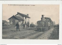 44 SAINT SEBASTIEN SUR LOIRE LA GARE AVEC TRAIN CPA 86X141 MM BON ETAT - Estaciones Con Trenes