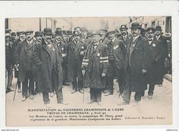 10 TROYES EN CHAMPAGNE MANIFESTATION DES VIGNERONS CHAMPENOIS DE L AUBE AVRIL 1911 LES MENBRES DU COMITE CPA BON ETAT - Troyes