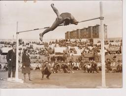 LE SOVIETIQUE BRUMEL FRÔLE LE RECORD MONDIAL DU SAUT EN HAUTEUR  GRANDS PRIX DE PARIS ATHLETISME VALERI BRUMEL   18*13CM - Sports