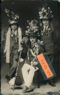 Conscrits ?carte Photo D'une Famille De Soufflenheim  Lire Sur La Tenue Gauche 1926  Belle Phot. Véritable à Localiser - Otros