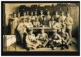 AK Gruppen-Foto Auf Der Stube, Feldpost CÖLN-RIEHL 28.5.1915 Nach Kaldenkirchen - Non Classés