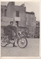 TIVOLI - ROMA - SCORCIO CON MOTOCICLETTA - INSEGNA PUBBLICITARIA BIRRA WUHRER -FOTO CM. 9 X 6 CIRCA - UNICA !!! 1953 - Tivoli