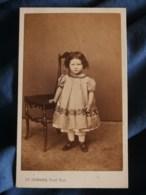 Photo CDV  Leymarie à Paris  Jolie Petite Fille  Robe Ample Avec Un Pantalon  Sec. Empire  CA 1865 - L267 - Photographs