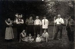 Carte Photo Originale Famille & Personnel De Ferme - Fermier Au Champ & Pipes Cavalier Ou Chibouques Vers 1910/20 - Professions