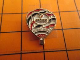 2619 Pin's Pins / Beau Et Rare / THEME MONTGOLFIERES / BALLON LIBRE TRICOLORE PAPIERS A DESSIN CANSON - Mongolfiere