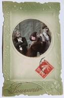 Belle CPA Gaufrée Avec Médaillon Souvenir Femme Et 2 Hommes - Femmes