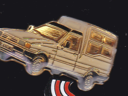 61844- Pin's -Utilitaire Fiat Fiorino - Fiat