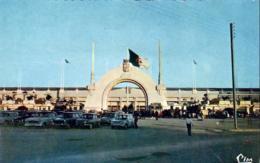 ALGÉRIE ORAN  L'Entrée Du Parc Municipal Des Sports   ........... Le Stade De Football - Oran