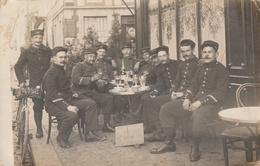Soldats Au Bistro - Foto