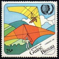 GUINEA BISSAU 1985 - INTERNATIONAL YOUTH YEAR - HANG GLIDING - MINT - Francobolli