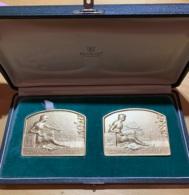 Médailles Bronze. A. Hebbelinck. Le Comité D'ixelles. 1946. Temoignage  Leo Mundeleer. Lot De 2 Médailles Dans écrin. - Professionnels / De Société