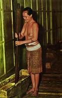 Malay Malaysia, SARAWAK BORNEO, Nude Sea Dayak Woman Pounding Padi 1970s SW 420 - Malaysia