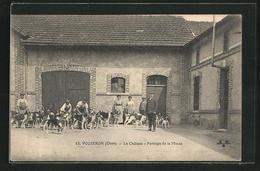 CPA Vouzeron, Le Chateau, Pansage De La Meute, Des Passants Avec Chienen - Vouzeron