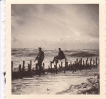 PHOTO ORIGINALE 39 / 45 WW2 WEHRMACHT FRANCE COUTAINVILLE SOLDATS ALLEMANDS SUR LA PLAGE - Guerre, Militaire