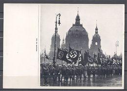 Deutschland Erwacht Sammelwerk Nr. 8: Sammelbild Nr. 112, Gruppe 33, Die Nation Trägt Die Toten Des 30. Januar - Cigarette Cards