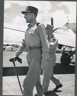 Lot De Deux Photos Originales 18 X 24  Cm. Général Paul Ebly Hanoi 1954 - Guerre, Militaire