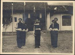 Guerre Indochine 1953 Tonkin 323 Commando Suppletifs Tonkinois Grande Tenue Garde D'honneur Drapeau Haiphong - Photographs