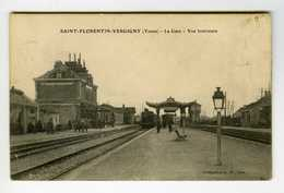 89. SAINT-FLORENTIN-VERGIGNY.  La Gare -  Vue Intérieure - Train à Quai ( Petit Plan ) - Stations With Trains