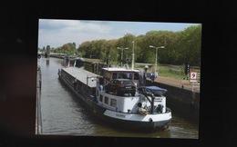 PENICHES : Péniche Volenta  écluse à Amsterdam Batelier Batellerie Boat Ship Schiff - Embarcaciones