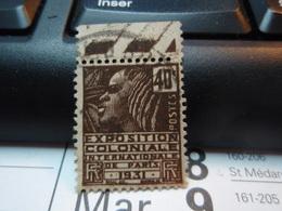 Timbre : EXPOSITION COLONIALE INTERNATIONALE DE PARIS 1931. Avec Bande. 40 C - France