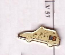 V57 Pin's Samu Ambulance Ambulances A R T H Achat Immédiat - Citroën