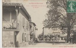 Mazères  31   La Rue De Salat Et La Place Du Village Tres Tres Animée Devant Le Café Saint-Germes - Frankrijk