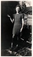 Photo Originale Adolescente Audrey évacuée En 1941 & Légende Dos - Personnes Identifiées