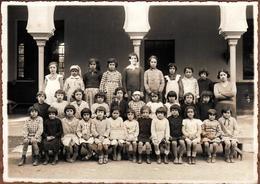 Grande Photo De Classe Algérienne Originale - Algérie Française En 1934/35 - Noms & Prénoms De Chaque Fillette Au Dos - Personnes Identifiées