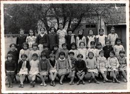 Grande Photo De Classe Algérienne Originale - Algérie Française En 1937/38 - Noms & Prénoms De Chaque Fillette Au Dos - Personnes Identifiées