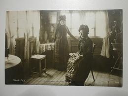 Suisse. Saas Fée, Femmes En Costumes Du Pays (8454) - VS Valais