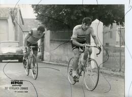PHOTOGRAPHIE ANIMÉE. XVI Eme Gentleman Lyonnais. BERGER ANISETTE LA PHUONG. Voiture Citroën DS. 27 OCTOBRE 1968 - Cyclisme