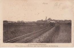 L' Arrivée à Barfleur Par La Ligne Pittoresque - Barfleur
