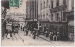 Bv - Cpa LORIENT - Un Coin De La Rue Des Fontaines (tramway) - Lorient