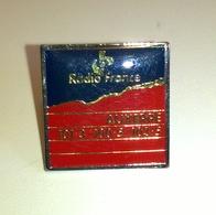 PIN'S RADIO FRANCE AUXERRE - Amministrazioni