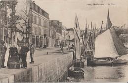 AUDIERNE - Le Port. Personnages à Gauche. Panier à Poissons Ou Crabes. - Audierne