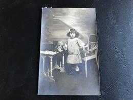 CARTE PHOTO Fillette & Chien En Studio - PHOTO MIDGET LYON - Szenen & Landschaften