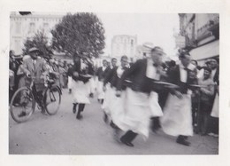 PHOTO ANCIENNE  ROYAN 1931 DÉPART DE LA COURSE DES GARÇONS DE CAFÉ - Lieux