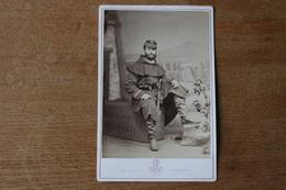 Cabinet     Militaire  Guerre E 1870  Officier Avec Révolver Sur Une Caisse Equipages Militaires Par Lejeune - Guerre, Militaire