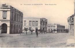 "DJIBOUTI : Rue Gambetta ( Batiment De La "" Compagnie De L'Afrique Orientale "" ) CPA - Afrique Noire - Black Africa - Djibouti"