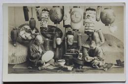 Belle CPA Qualité Photo Atelier De Fabrication De Lanternes Chine 2 Artisans Chinois Au Travail - Cina