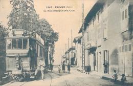 J44 - 38 - FROGES - Isère - La Rue Principale Et La Gare - Tramway Gros Plan - France
