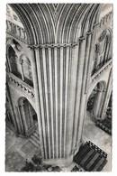50 Coutances La Cathédrale Colonnade De La Tour Centrale (2 Scans) - Coutances