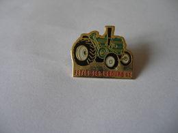 FETES DES LABOURS 92 Vieux Tracteur LANTZ SOCIETE FRANCAISE ???? - Pin's