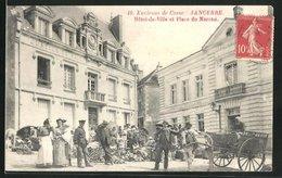 CPA Sancerre, Hotel De Ville Et Place Du Marche, Des Passants Et Attelage à Cheval - Sancerre