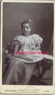 CDV Jolie Petite Fille Avec Panier- Photo Bellingard à Lyon - Anciennes (Av. 1900)